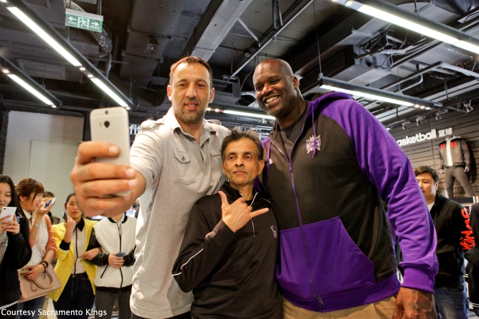 Still SO weird seeing Shaq in Kings gear.